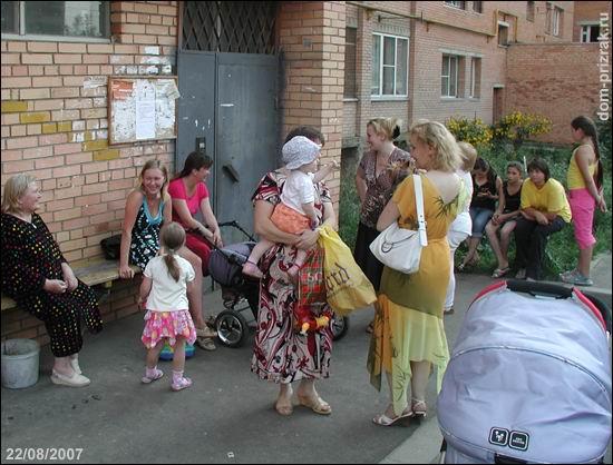 Во дворе дома 34 (фото 22 августа 2007г)